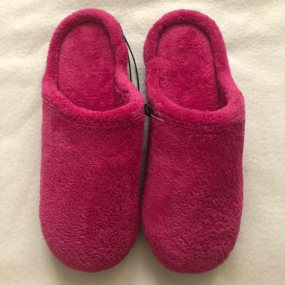 NWOT Isotoner Comfort Sole Slippers